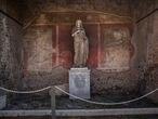 Estatua de Eumachia, sacerdotisa de Venus y propietaria de un floreciente negocio de la industria de la lana, encontrada al Este del Foro de Pompeya.