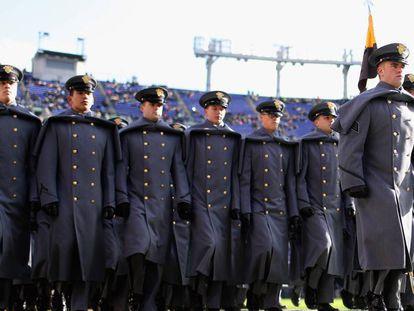 Cadetes del ejército antes del partido.