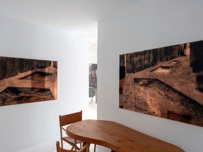 A la izquierda, 'Phreatic Zones Study IV'. A la derecha, 'Phreatic Zones Study III'. Ambas obras son de Cristina Iglesias y pueden verse en el estudio Schneider Colao.