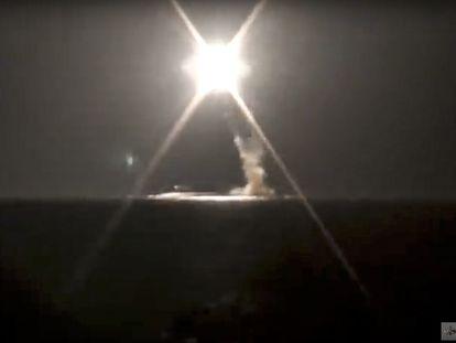 Imagen del Ministerio de Defensa de Rusia del lanzamiento del misil hipersónico Zircon, este lunes.