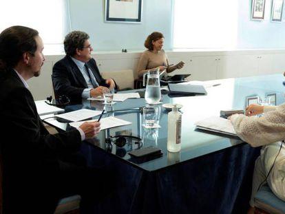 Pablo Iglesias, Yolanda Díaz y José Luis Escrivá, en una reciente videoconferencia.