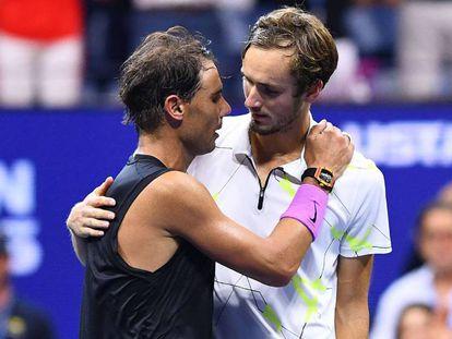 Nadal y Medvedev, tras la final. En vídeo, homenaje del US Open a Nadal con todos los 'Grand Slams' que ha ganado.