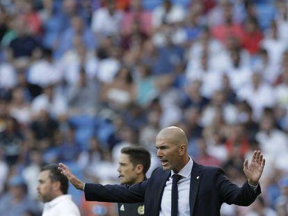 Zinedine Zidane, durante el partido contra el Valladolid.