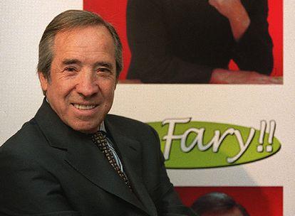 """Aficionado al cante flamenco, imitaba a Caracol, Marchena, Valderrama y Rafael Farina. Debido a su facilidad para caracterizar la voz de este último sus amigos empezaron a llamarle """"El Fary""""."""