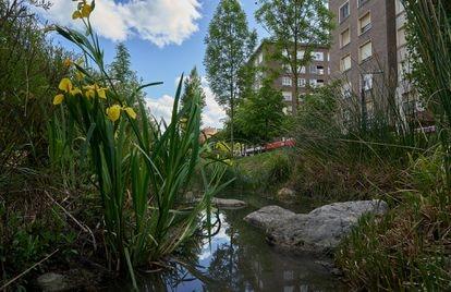 El arroyo Batán ha sido introducido en la reforma integral de la avenida de Gasteiz, en Vitoria.