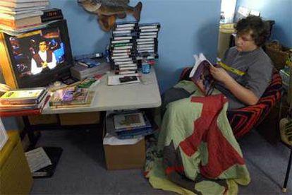 Un estudiante estadounidense sigue el curso escolar desde su casa porque asegura que así siente menos estrés.