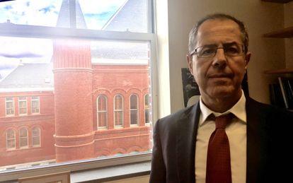 El profeso0r Fernández de Castro.