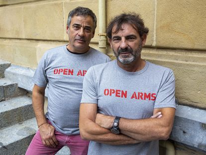 Eduard Fernández y Òscar Camps, durante la presentación de 'Mediterráneo' en el festival de cine de San Sebastián.