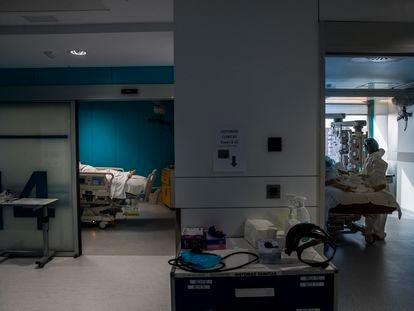 Unidad de Cuidados Intensivos del Hospital Universitario Ramón y Cajal, en Madrid.