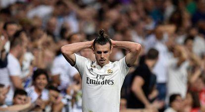 Gareth Bale se lamenta durante el derbi.