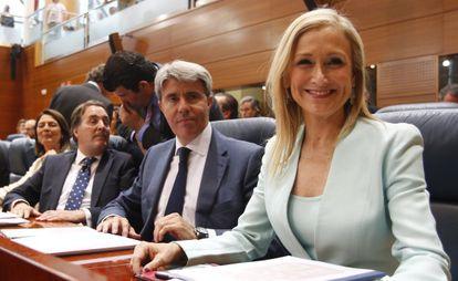 Cristina Cifuentes, en primer término en la Asamblea. A su lado, Ángel Garrido, Jaime González Taboada y, al fondo, Carlos Izquierdo.