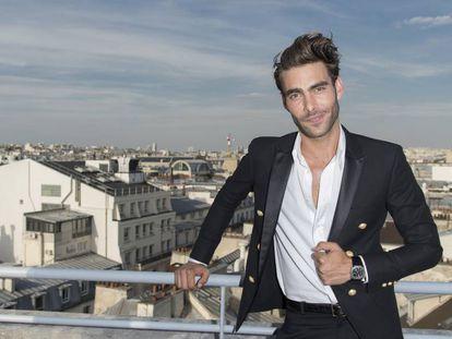 El modelo y actor Jon Kortajarena en París el pasado martes.