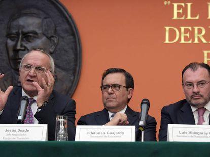 Seade, Guajardo y Videgaray, en la conferencia de prensa.