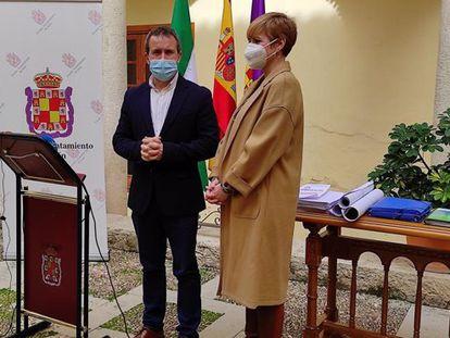 El alcalde de Jaén, Julio Millán (PSOE), y y la edil de Ciudadanos María Cantos.