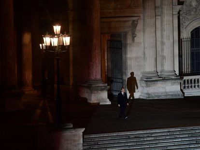 Macron, tras ser elegido presidente de Francia, en el Louvre.