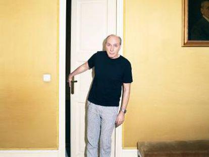 Eusebio Poncela posa para ICON en el Teatro Español de Madrid, donde ha vuelto con 'El sirviente'.