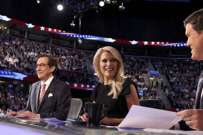 Megyn Kelly, al centro, la presentadora de la FOX insultada por Trump.