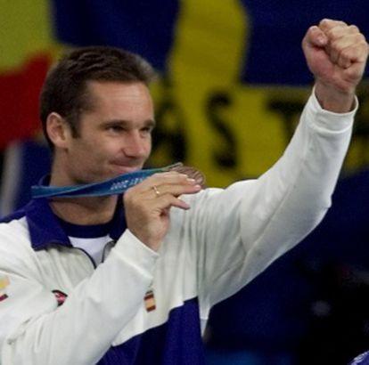 Urdangarin luce su medalla de bronce en Sydney 2000.