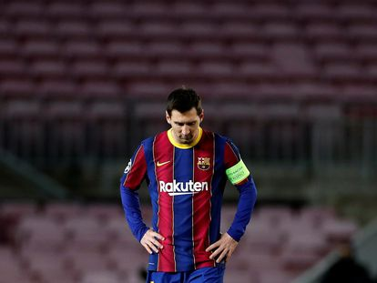 Leo Messi, cabizbajo, durante el partido contra la Juve en la última jornada de la fase de grupos de la Champions.