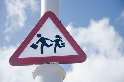 Una señal de tráfico que aviso del paso de escolares en A Coruña.