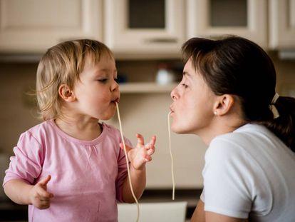 Establecer rutinas favorece la salud de tus hijos.