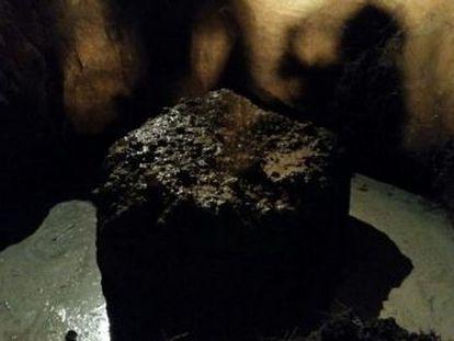 La roca pesa 30 toneladas y fue hallada en la zona de investigación astronómica de Campo de Cielo