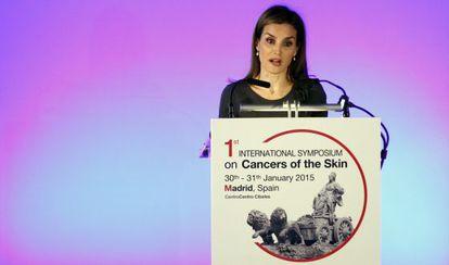 Doña Letizia inaugura el simposio sobre cáncer de piel de Madrid.