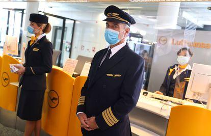 Personal de Lufthansa en el aeropuerto de Fráncfort.