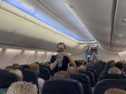 Pasajeros del primer vuelo de TUI desde Düsseldorf (Alemania) a Palma de Mallorca, el pasado 16 de junio.