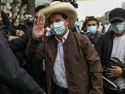 Pedro Castillo llega a la Casa del Maestro este martes, en Lima.