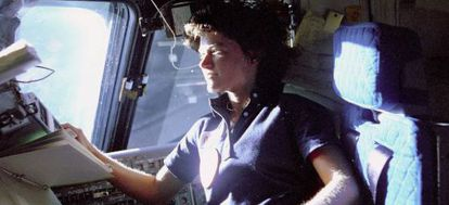 Sally Ride, a bordo del Challenger.