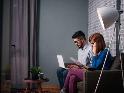 El incremento de los desahucios por incumplir los pagos fuerza a los propietarios a blindarse ante la morosidad con seguros o estudios de solvencia del inquilino