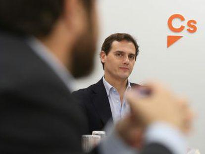 El líder de Cs incide en la  descomposición  del PP y se proclama alternativa a Sánchez desde la oposición