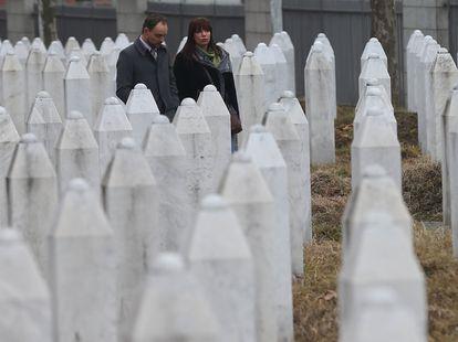 Olaf Nijeboer, veterano del batallón de cascos azules de Países Bajos que protegía Srebrenica, en el Centro Memorial de Potocari, en 2017.