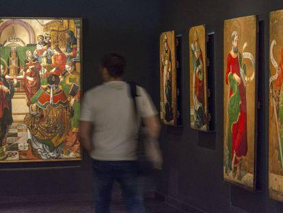 A la izquierda, 'Jesús entre los doctores de la iglesia', del retablo mayor de Sijena, ahora en Lleida.