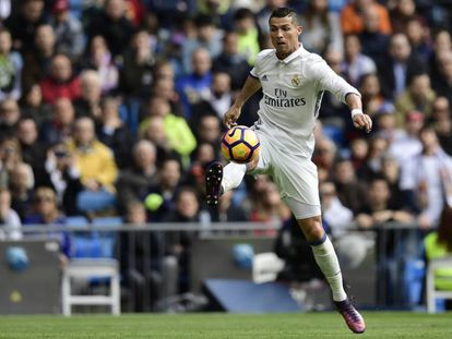 Cristiano Ronaldo contra el balón en el partido contra el Leganés.