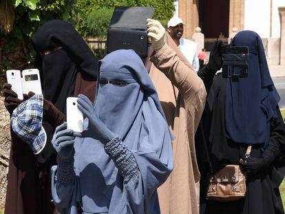Mujeres con el niqab en Rabat (Marruecos), en mayo de 2014.