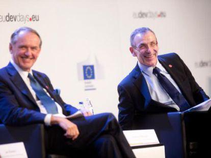 Jan Eliasson, secretario general de las Naciones Unidas (a la izquierda) y, Andris Piebalgs, comisario de la Comisión Europea para el desarrollo.