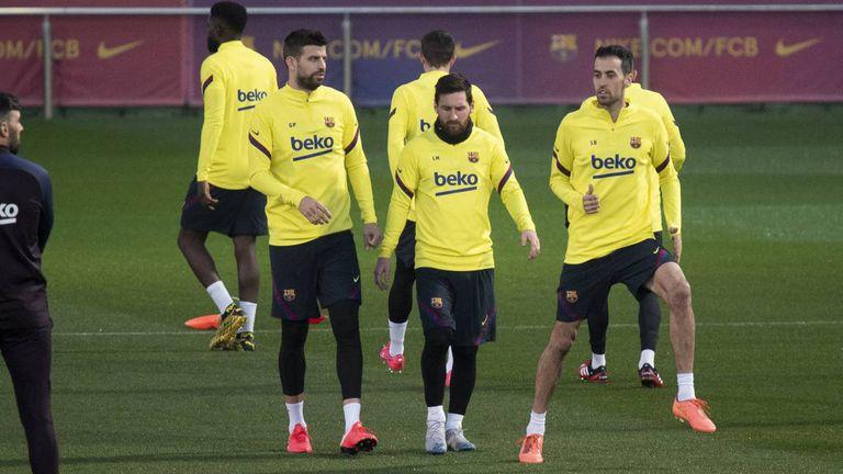 Piqué, Messi y Busquets, tres de los capitanes del equipo además de Sergi Roberto.