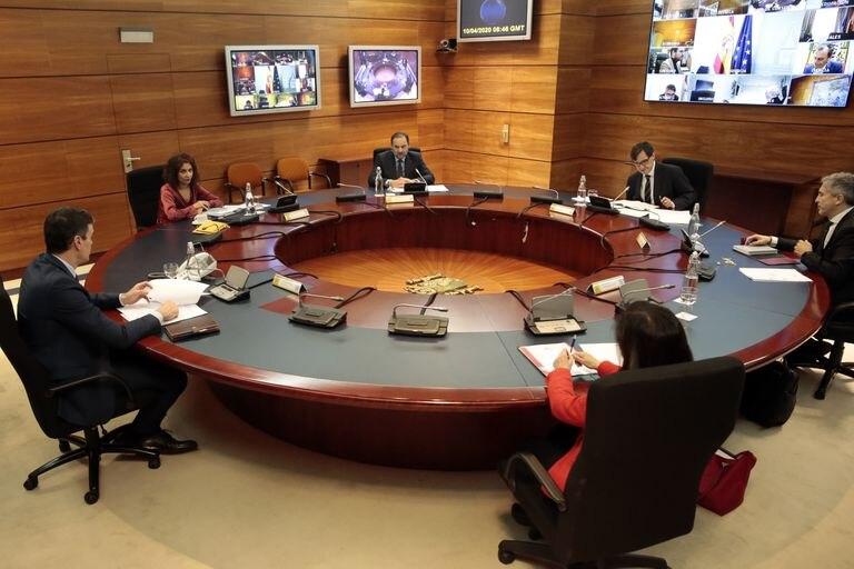 El presidente del Gobierno, Pedro Sánchez preside el Consejo de Ministros Extraordinario celebrado en Moncloa el 11 de abril.