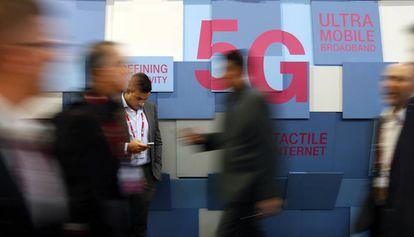 Panel anunciando la tecnología 5G en el Mobile World Congress de Barcelona.