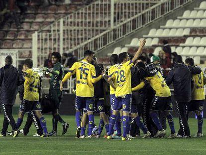 Los jugadores del UD Las Palmas celebran la clasificación