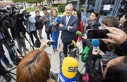 El fiscal Jefe de la Audiencia Provincial de Castellón, Jose Luis Cuesta, durante una comparecencia a los medios en 2015.