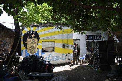 Fachada de la casa donde nació Maradona, en Villa Fiorito. El mural fue pintado el día de su muerte.