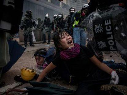 Los agentes y los participantes en las protestas endurecen sus tácticas antes de los fastos en Pekín