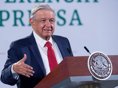 Mexico City (Mexico), 21/01/2021.- A handout photo made available by the Mexican presidency shows President Andres Manuel Lopez Obrador during a morning press conference at the National Palace in Mexico City, Mexico, 21 January 2021. Lopez Obrador said that he sees 'very well' the immigration plan of the new President of the United States, Joe Biden, and celebrated the suspension of works on the border wall. (Estados Unidos) EFE/EPA/HANDOUT HANDOUT EDITORIAL USE ONLY/NO SALES