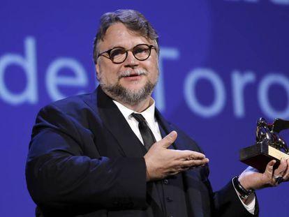 Guillermo del Toro con el León de Oro.