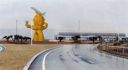 Imagen de la recreación de la estatua que se levantará en homenaje a Carlos Fabra en el aeropuerto de Castellón.