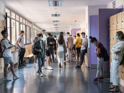 Estudiantes de la Universidad Complutense de Madrid a principios de septiembre antes de un examen extraordinario.