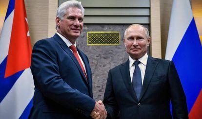 El presidente cubano, Miguel Díaz-Canel, junto a su homólogo ruso, Vladímir Putin.
